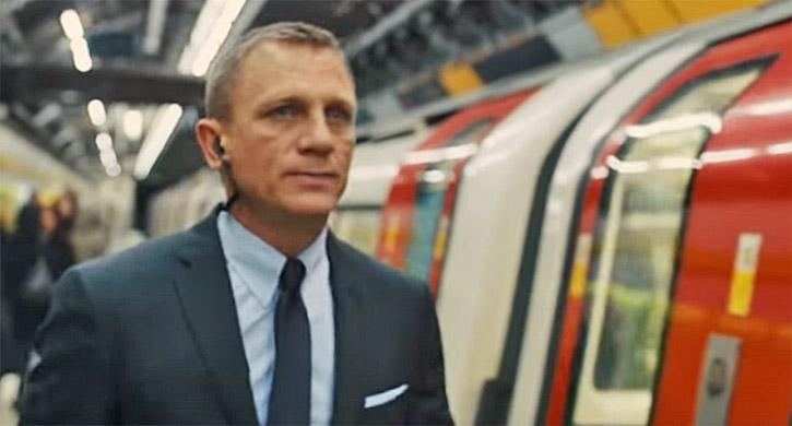 James Bond dans le metro de Londres